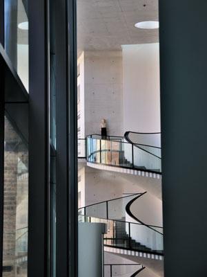 """""""Treppenhaus des Neuen Museums, Nürnberg"""", Foto © Friedhelm Denkeler 2010"""
