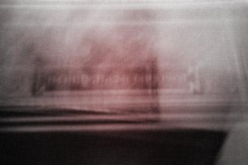 """""""Rötliches Farbfeld"""", aus dem Portfolio """"Das Prinzip der leeren Mitte"""", Foto © Friedhelm Denkeler 1994"""