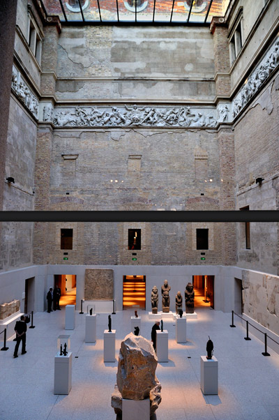 """Griechischer Hof im Neuen Museum"" Foto © Friedhelm Denkeler 2011"