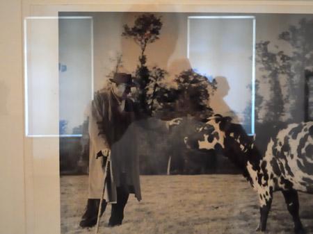 """""""Spiegelung in Brassais 'Georg Braque in Varenvelle', Foto © Friedhelm Denkeler 2011"""