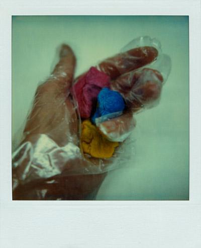 """""""Keine Angst vor rot, blau, gelb"""", Polaroid SX-70, Foto © Friedhelm Denkeler 1987"""