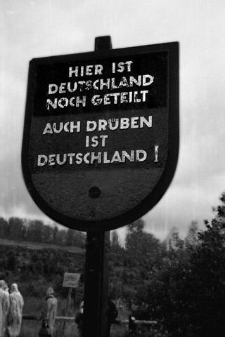"""""""Auch drüben ist Deutschland"""", Foto © Friedhelm Denkeler 1962"""