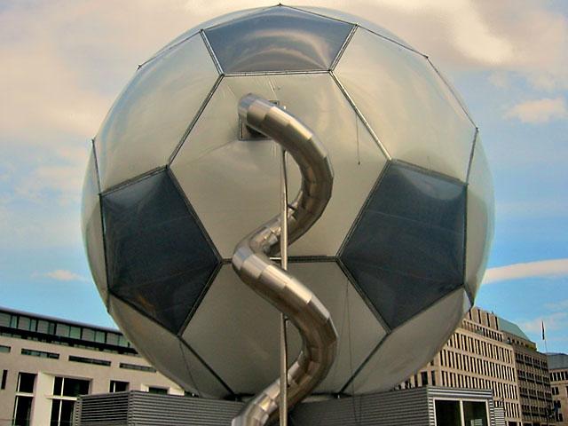 """""""Es gibt nur eine Möglichkeit: Sieg, Unentschieden oder Niederlage"""", Foto © Friedhelm Denkeler, 2003"""