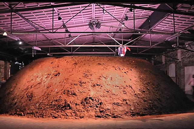 """Documenta 13: Der Lehmberg des Michael Portnoy"", Foto © Friedhelm Denkeler 2012"