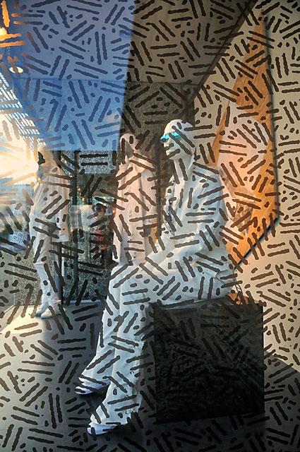 """""""Documenta 13: Schaufenstergestaltung von Seth Price bei Sinn Leffers"""", Foto © Friedhelm Denkeler 2012"""