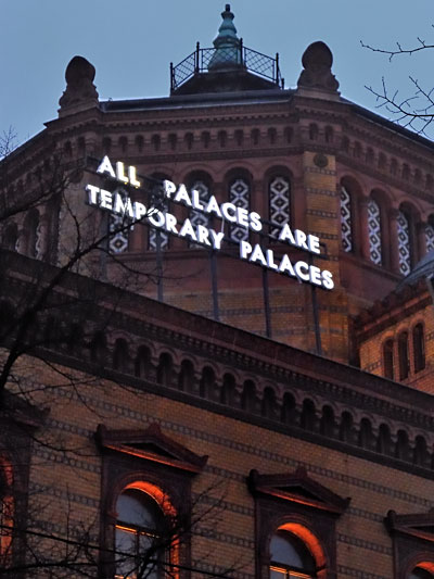 """All Palaces Are Temporary Palaces"", Lichtskulptur von Robert Montgomery, Foto © Friedhelm Denkeler 2013"