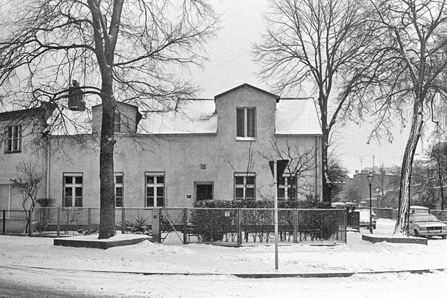 """""""Nummer 46 im Schnee"""", aus der Serie """"Im Wedding"""", Foto © Friedhelm Denkeler 1978"""
