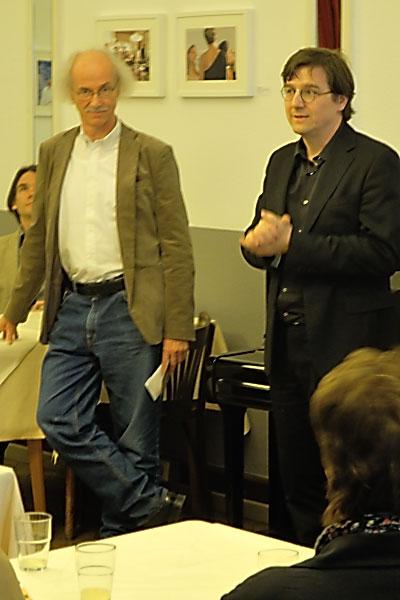 Enno Kaufhold und Joachim Rissmann bei der Ausstellungseröffnung, Foto © Friedhelm Denkeler 2013