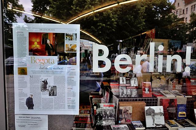 """""""Bogota darf nicht sterben"""" (Artikel des Tagesspiegel im """"Bücherbogen""""), Foto © Friedhelm Denkeler 2013"""