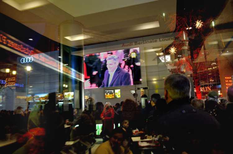 """""""Monuments Man George Clooney vor dem Berlinale Palast"""", Foto © Friedhelm Denkeler 2014"""