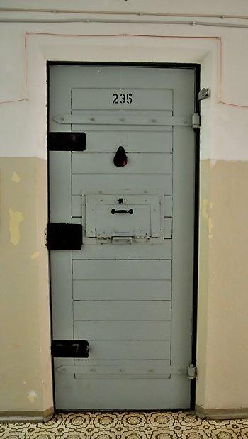 """""""Zelle 235"""" (Untersuchungshaftanstalt  der Stasi in Berlin-Hohenschönhausen), Foto © Friedhelm Denkeler 2009"""
