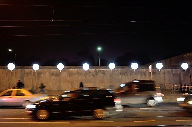 """""""Die Lichtgrenze an der Bernauer Straße"""" (Gedenkstätte Berliner Mauer), Foto © Friedhelm Denkeler 2014"""