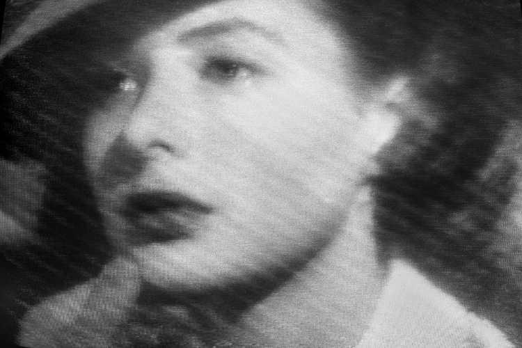"""""""Ich seh´ Dir in die Augen Kleines…"""", aus der Serie """"Abschied in Casablanca"""" (Televisionen), Foto © Friedhelm Denkeler 1989"""