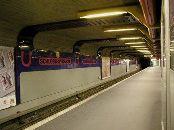 U-Bahnhof Schloßstraße (vor der Renovierung), Quelle: Wikipedia