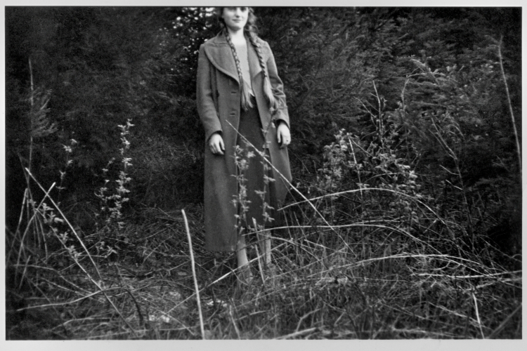 """""""Elli, abgeschnitten"""", aus der Serie """"Erinnerungen – Ein Leben in Bildern"""": """"Die Vorgeschichte"""" 1920-1943"""", Archiv © Friedhelm Denkeler 1942"""