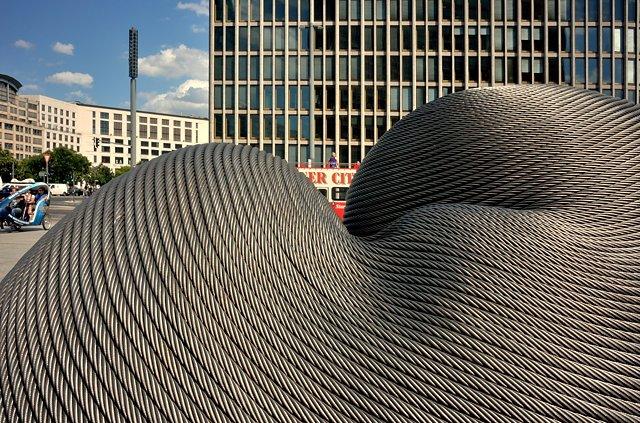 """""""Gelassenheit (Serenity)"""", Kang Mu-Xiang, Taiwan, 2016, Potsdamer Platz, Berlin, Foto © Friedhelm Denkeler 2017"""