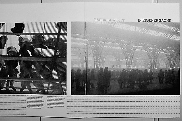 """Katalog zur Ausstellung Barbara Wolff: """"In Eigener Sache"""" (Leipzig, Hauptbahnhof 1985), Foto © Friedhelm Denkeler 2017"""
