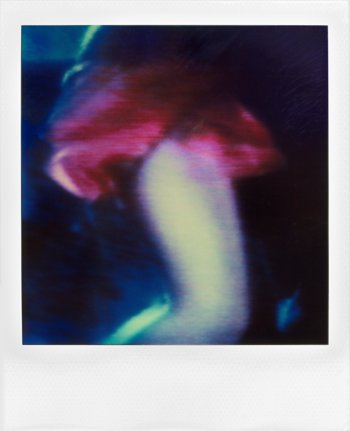 "aus der Serie ""Lady In Red"", Polaroid SX-70, Foto © Friedhelm Denkeler 1990"