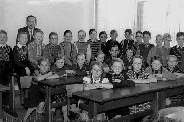 """""""Meine Klasse 1958 in Varl"""", """"Erinnerungen – Ein Leben in Bildern"""": """"Die ersten zehn  Jahre"""": """"Volksschule"""", © Archiv Friedhelm Denkeler"""