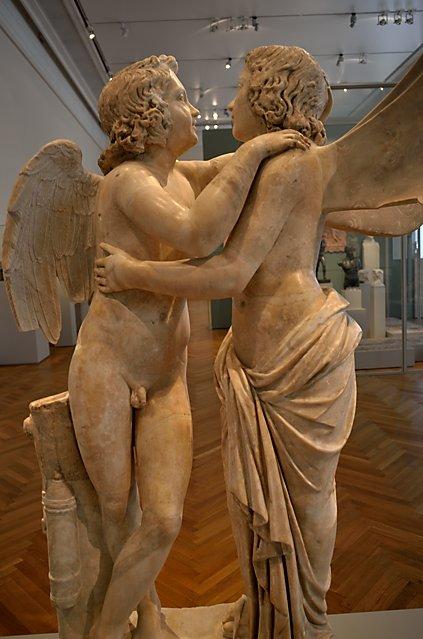 """""""Statuengruppe: Amor und Psyche"""", Sammlung Wilhelmine von Bayreuth, 1828/1830 erworben, Marmor, römische Kopie um 150 n. Chr., Foto © Friedhelm Denkeler 2018"""