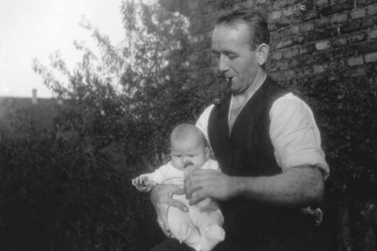 »Robert Thiel mit Tochter Gerda«, 1939, © Archiv Friedhelm Denkeler