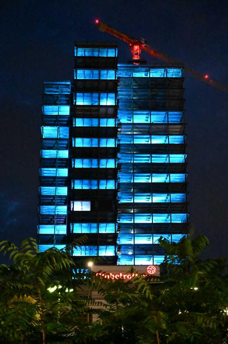 »Der Steglitzer Kreisel in blau», Foto © Friedhelm Denkeler 2019
