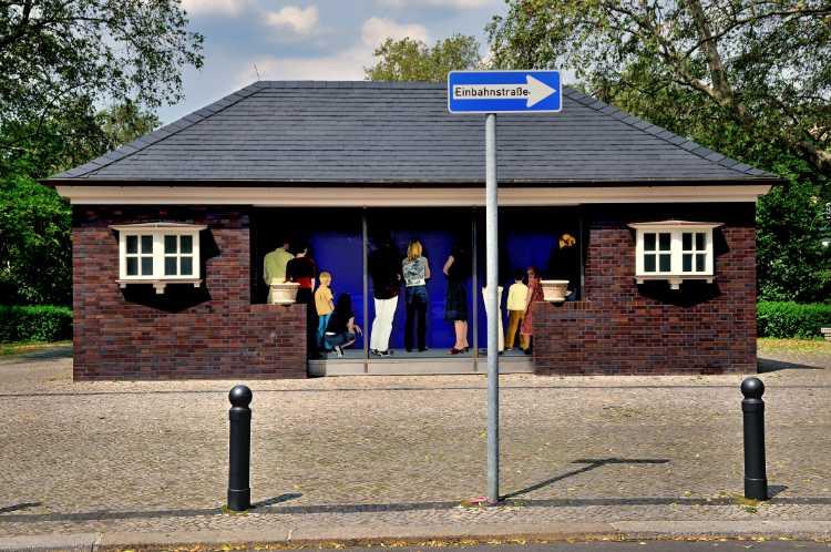 »Die Gasdruckregelanlage vom Savignyplatz«, aus der Serie »In den Straßen von Berlin«, Foto © Friedhelm Denkeler 2010