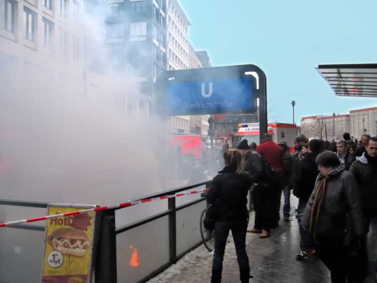 »Feuer am U-Bahnhof Friedrichsstraße«, Foto © Friedhelm Denikeler 2010